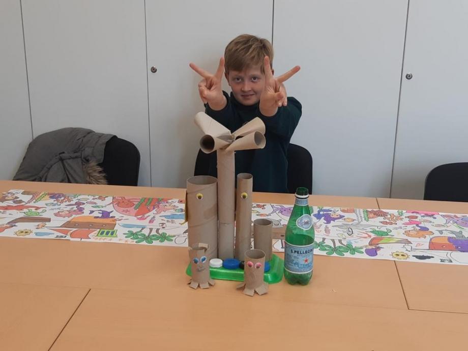 enfant entrain de jouer ludothèque pilautis 06