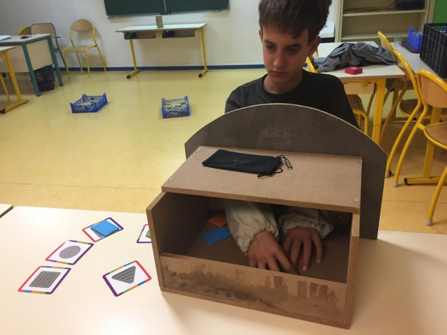 enfant entrain de jouer en apprenant en atelier pilautis 06