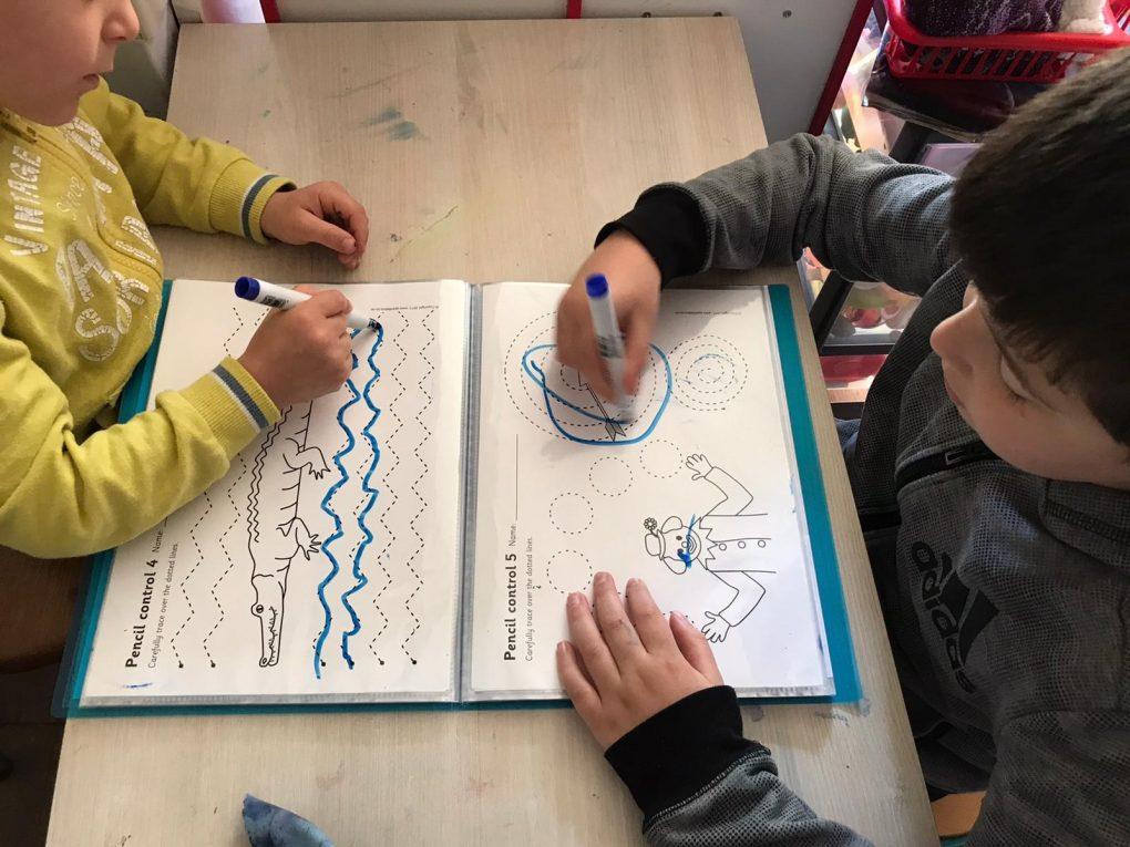 photo enfants entrain d'apprendre atelier pilautis 06